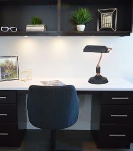 מנורת שולחן דקורטיבית קלאופטרה